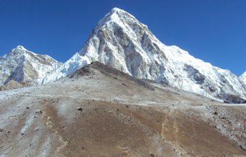 Pumari-mountain-with-Kalapa